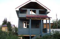 Дом 5х6м из бруса 150х150мм с мансардным этажом, балконом, верандой и крыльцом